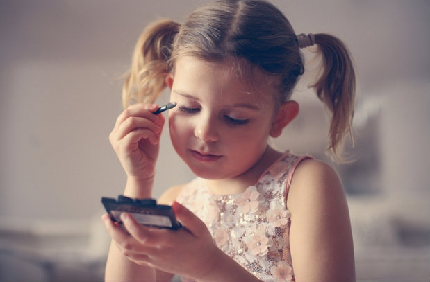 child putting on make up