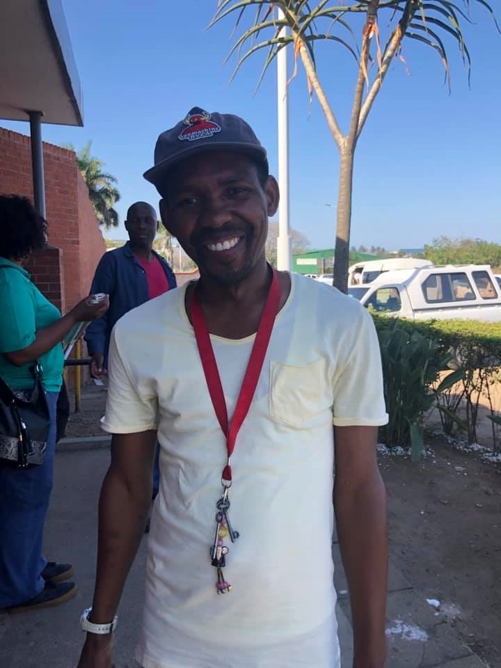 Mbuso Ndlovu held onto Charlize Tomaselli's wallet for a month until he was able to track her down. (Facebook, Charlize Tomaselli)