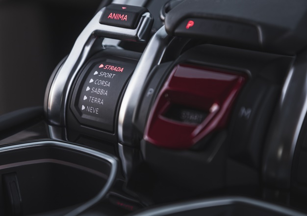 lambo urus_driving modes_peet mocke