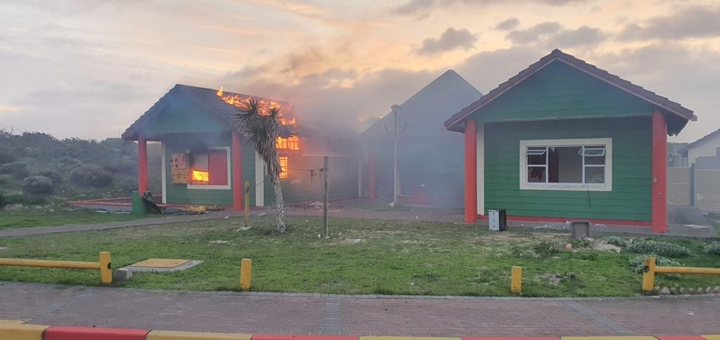 WATCH | 3 arrested after Cape Town resort buildings set alight in protest - News24