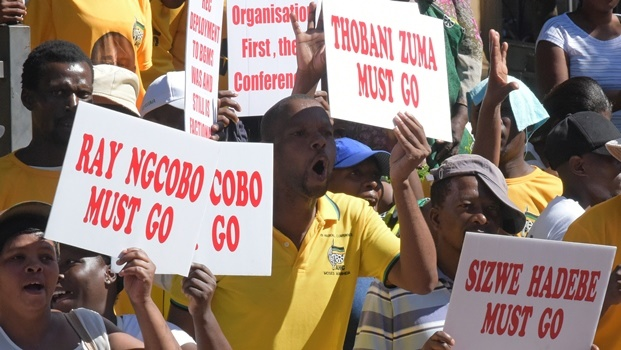 ANC Supporters held a picket support outside the city hall to demand the suspension of city manager Sizwe Hadebe.