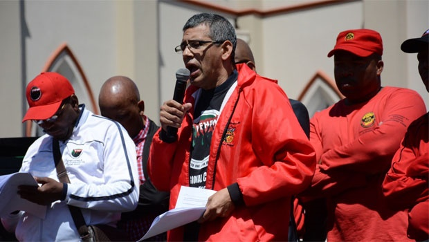 Ehrenreich is addressing workers in front of Parliament now.<br />