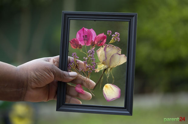Watch How To Make Pretty Pressed Petals For Your Picture Frame
