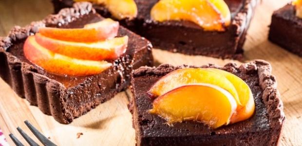 Chocolate peaches tart