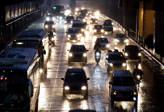traffic on wet roads