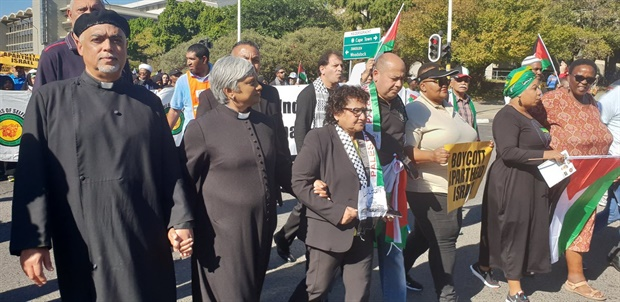 <em>ANC Deputy Secretary General Jessie Duarte and other religious leaders have joined the #GreatReturnMarch to Parliament. (Christina Pitt, News24)</em>