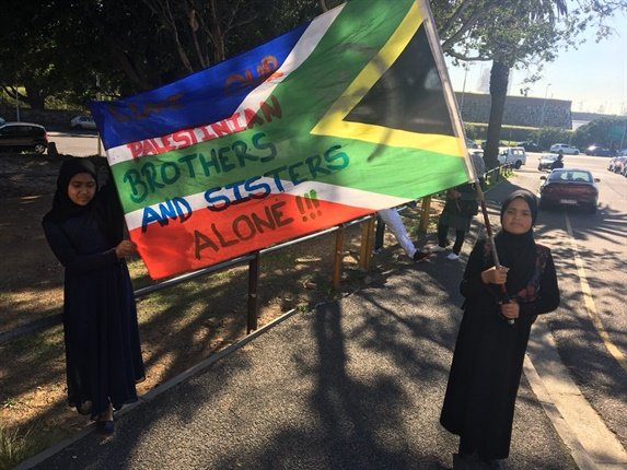 """<em>Amaarah Marcus, 10, and Nuhaa Isaacs, 9, from Gordon's Bay with a flag that reads """"leave our Palestinian brothers and sisters alone"""". (Tammy Petersen, News24)</em>"""
