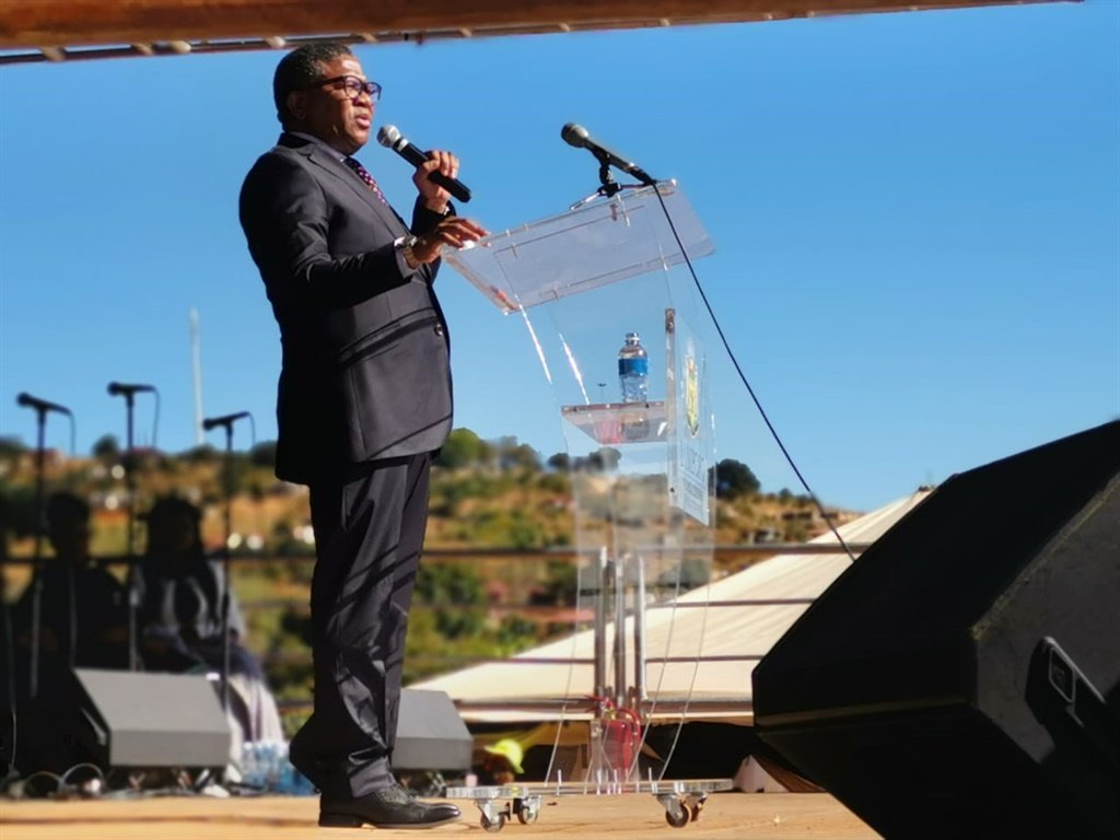 PICS: MBALULA ATTENDS MASS BURIAL OF CRASH VICTIMS