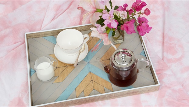 How to decorate a tray
