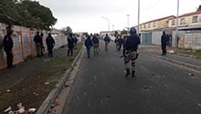 WATCH: Police fire rubber bullets at angry Parkwood land protesters