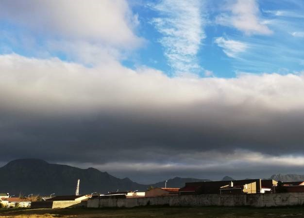 A cold front rolls over Cape Town. (Duncan Alfreds, News24)