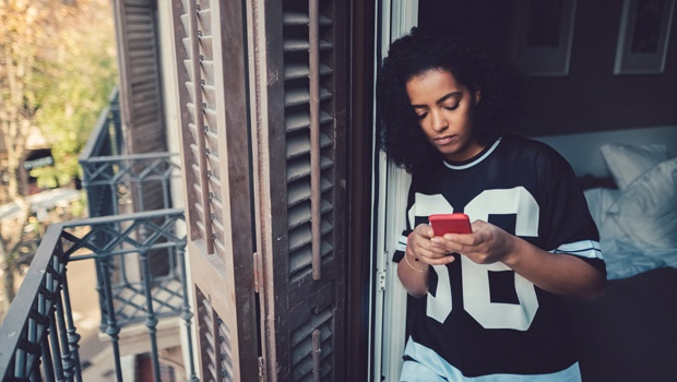 sad,woman,breakup,cellphone.texting,ex