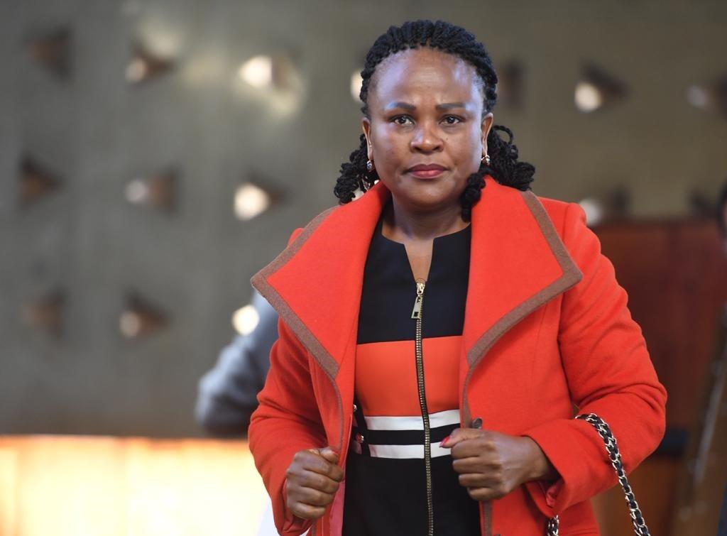 ONTLEDING: 'Ongeskik en nalatig' Mkhwebane het haar kantoor ernstige skade berokken - News24