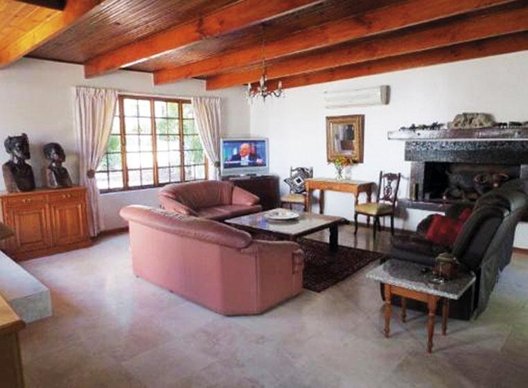 Swellendam, Lisa, lounge, fireplace, makeover, din