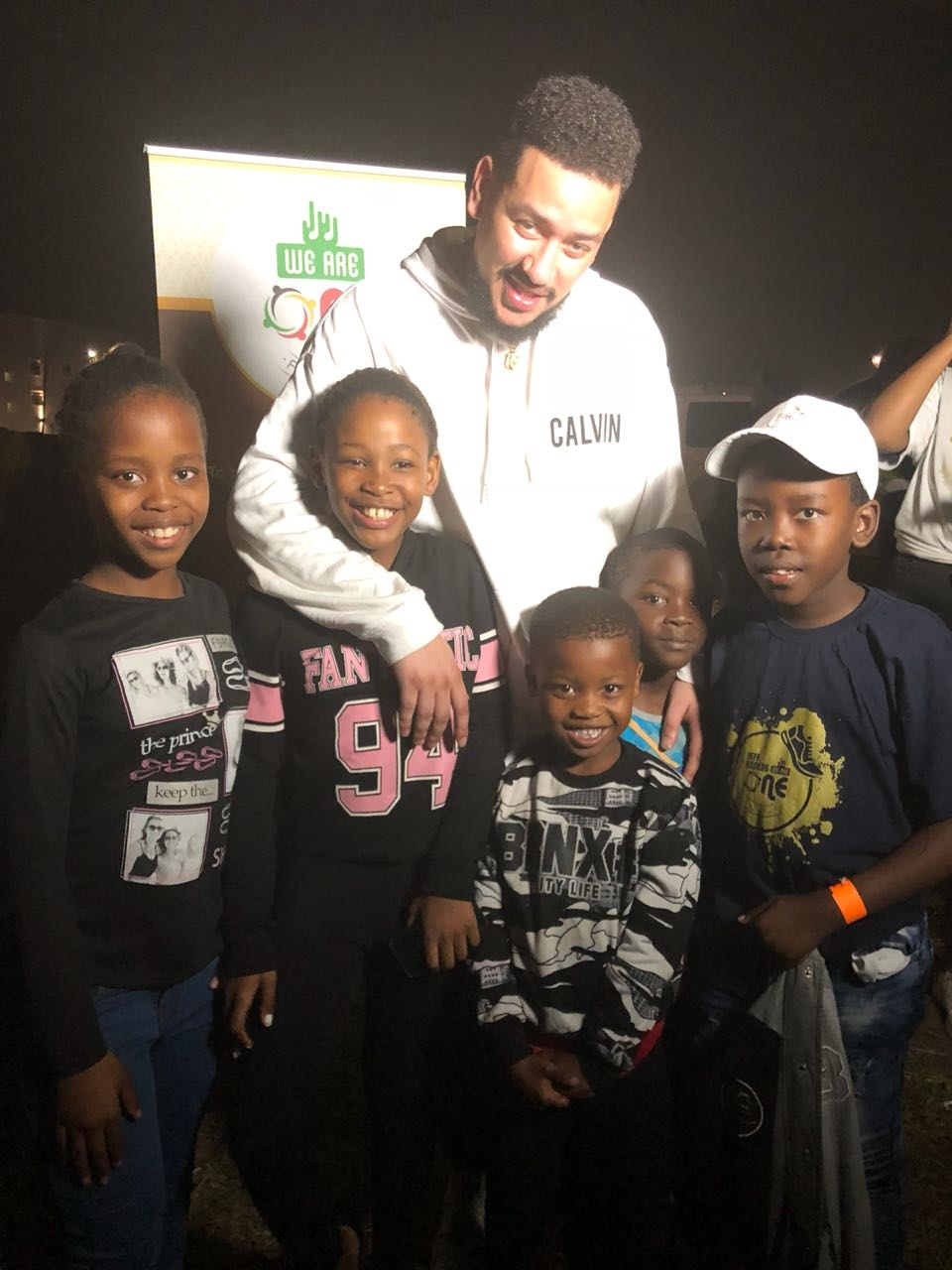 AKA poses with Sangenkosi Mkhungo and her friends.