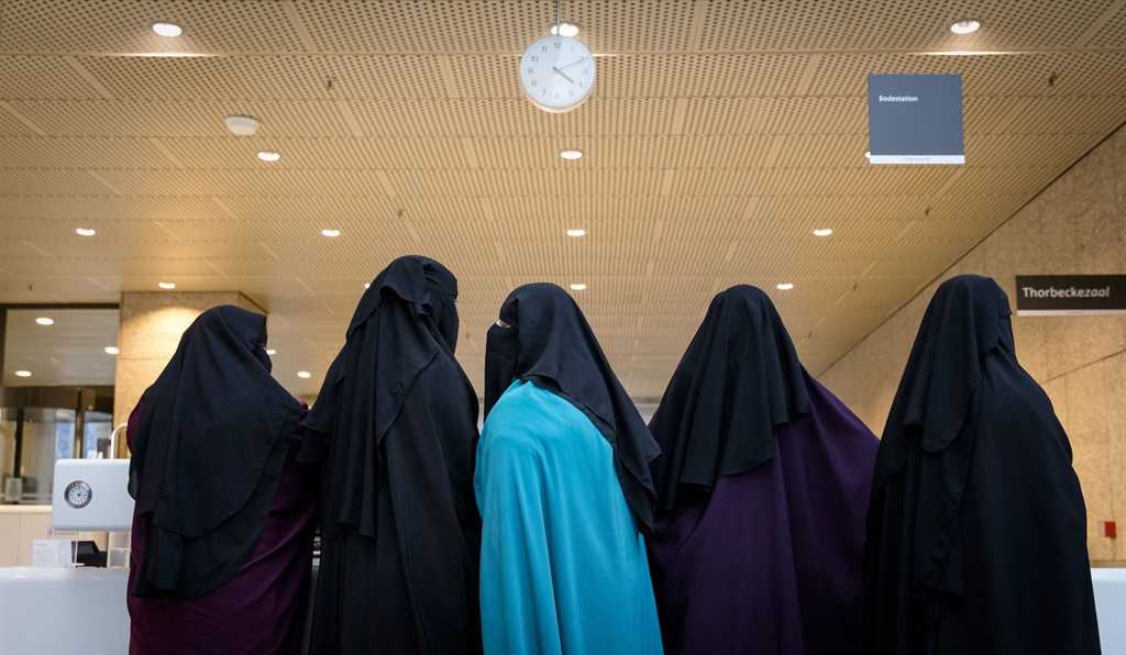 A politician in Pakistan have come under fire on socila media for buying poor students burqas. (Bart Maat, ANP, AFP)