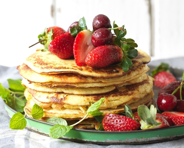 breakfast pancakes with strawberries