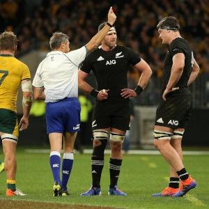 The referee shows Scott Barrett of the All Blacks the red card during the 2019 Rugby Championship Test Match between the Australian Wallabies and the New Zealand All Blacks at Optus Stadium on August 10, 2019 in Perth, Australia. (Photo by Paul Kane/Getty Images)