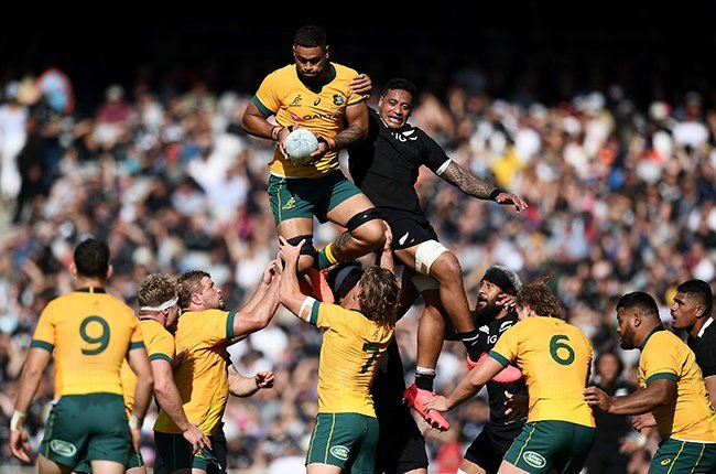 Australia lock Lukhan Salakaia-Loto duels New Zealand's Shannon Frizell at a lineout during the Bledisloe Cup match at Eden Park in Auckland on 18 October 2020. (Photo by Hannah Peters/Getty Images)