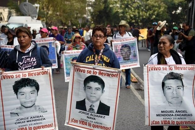 News24.com | 43 vermiste studente spook steeds Mexiko op die 5de herdenking van die verdwyning