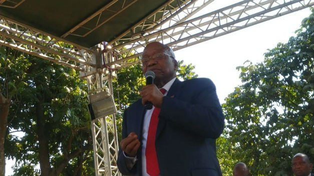 Jacob Zuma addresses hundreds of supporters
