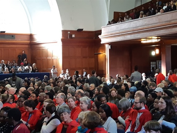 People flooding into Memorial Hall, Upper Campus. (Jenni Evans, News24)