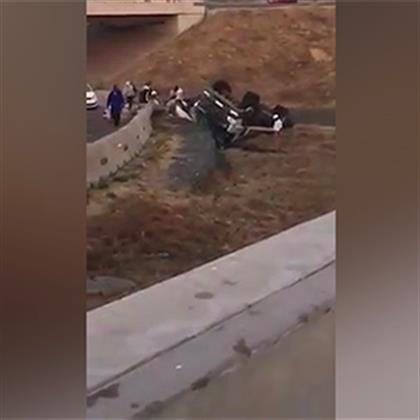 WATCH   Joburg looters descend on overturned egg truck with