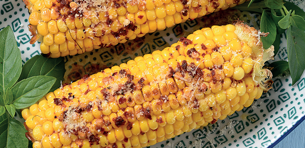 Grilled corn on the cob with cilli-lime butter