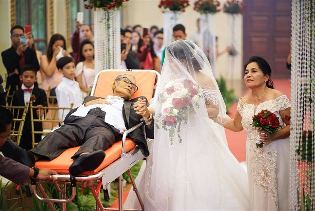 Dying Dad Wheels Daughter Down Aisle Daily Sun