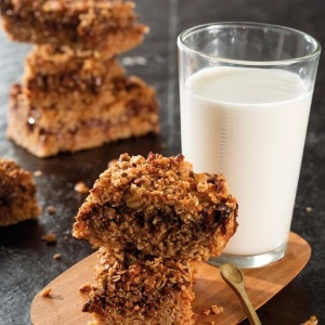 Chocolate rolled oats bars