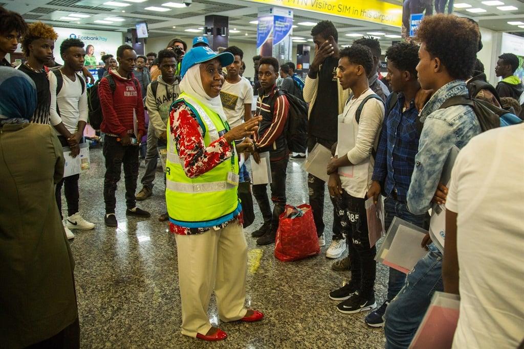 News24.com | Die eerste groep Afrika-vlugtelinge arriveer in Rwanda uit Libië