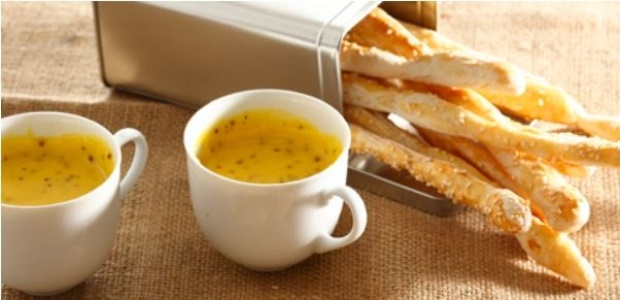 Bread sticks with Hollandaise sauce