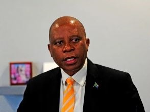 News24.com | Daniel Silke: DA buckles at the knees as Mashaba walks and Zille makes a comeback