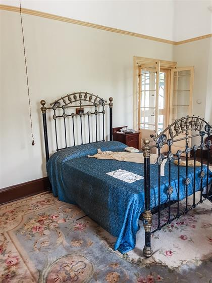 bed in mchardy house museum in cullinan