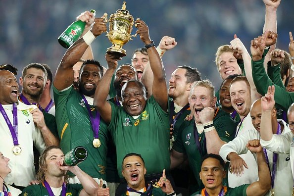 News24.com | WATCH | All smiles! Siya Kolisi, Ramaphosa exchange waves and fist pumps in proud World Cup triumph moment