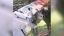 WATCH: Criminal snatches phone out of man's shirt pocket at restaurant