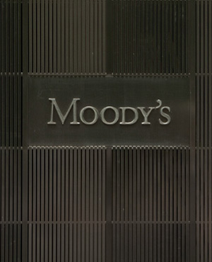 Rand holds steady on Moody's review, but economists warn of downgrade to junk - Fin24