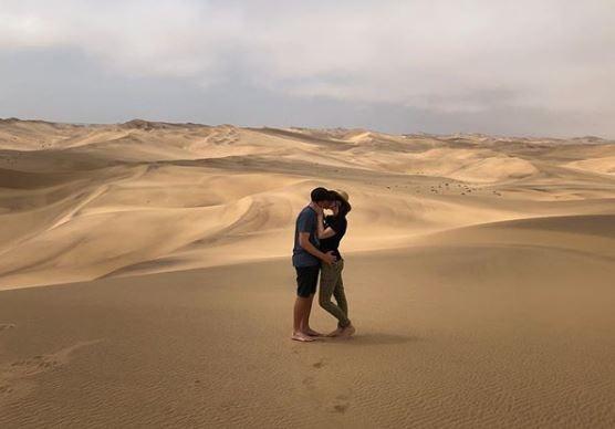 Ivan en Donnalee verken en deel romanse in Namibië