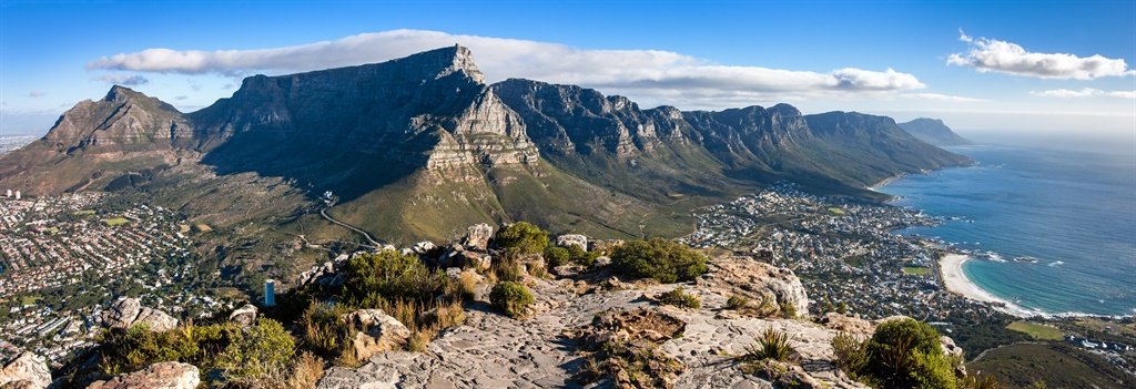 Panoramic view over Cape Town and Table Mountain f