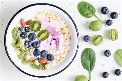 Yogurt with blueberries, kiwi, spinach, almonds, c