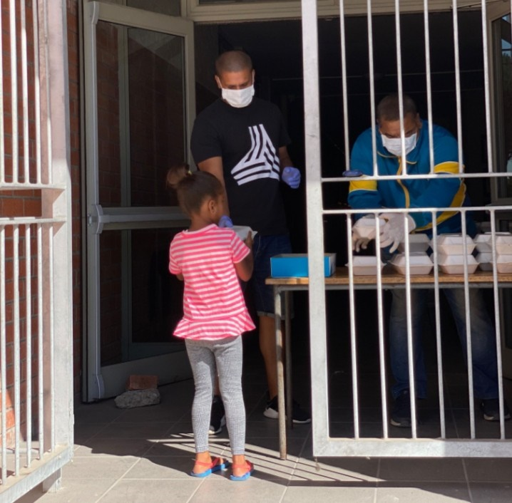 Lockdown: School feeding scheme reopens in Western Cape to assist 'desperate communities' - News24