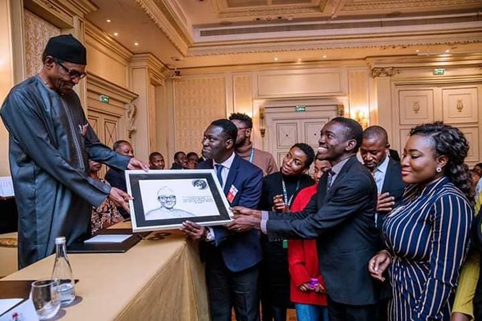 President Muhammadu met with Nigerians in Paris