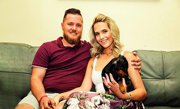 Jonathan en Ryanne Bold saam met hul hondjie, Anne