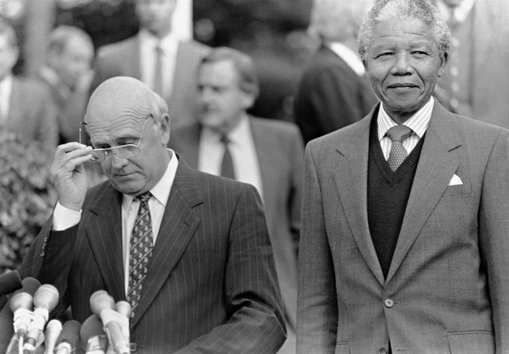 ANC-president Nelson Mandela en staatspresident FW de Klerk,  1990. Foto: Media24 Archives / Gallo Images / Getty Images