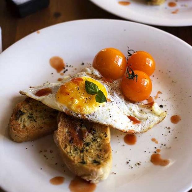 eggs on garlic toast