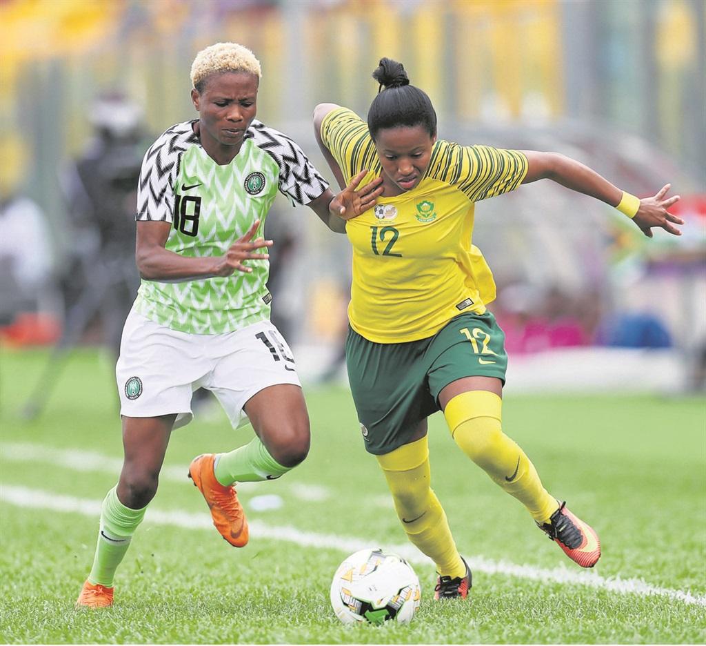 Banyana Banyana attacker Jermaine Seoposenwe evades Nigerian midfielder Halimatu Ibrahim Ayinde during the Women's Afcon final at Accra Stadium in Ghana last night. Picture: Muzi Ntombela / BackpagePix
