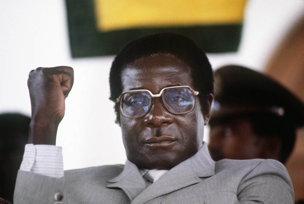 Zimbabwe's Prime Minister Robert Mugabe clenches his fist, in July 1984 in Harare stadium during a meeting. (Alexander Joe, AFP)