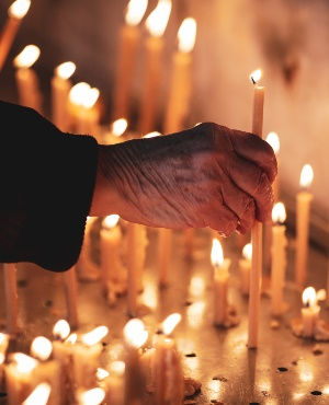 Vicar lighting candles. (PHOTO: Getty Images)