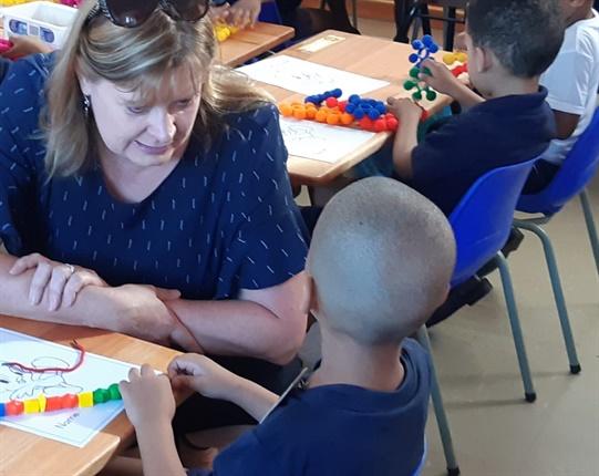 <strong><em>Western Cape Education MEC Debbie Schafer with the 2019 Grade Rs of Forest Village Leadership Academy. (Jenni Evans, News24)</em></strong>