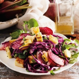 Photo:Beetroot salad with lime and Haloumi